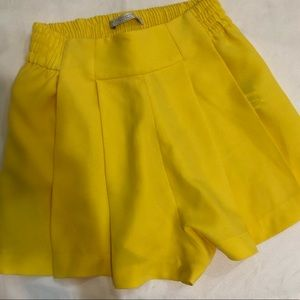 Zara High Waist Shorts with Pleats in Yellow XS